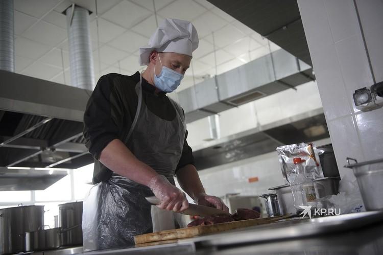 Для шурпы по-казахски годятся только филейные куски говядины, отмечает повар.