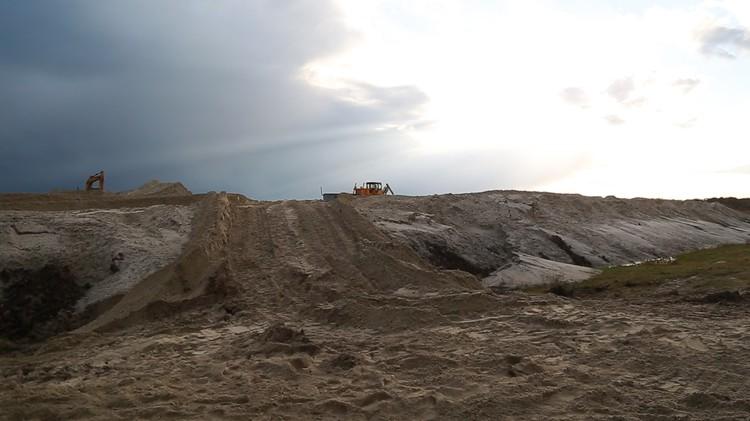 Так выглядят карты намыва - сотни тонн песка, ила и глины, поднятые со дна