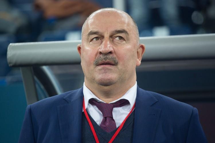 Станислав Саламович смотрит на Артема с одобрением.