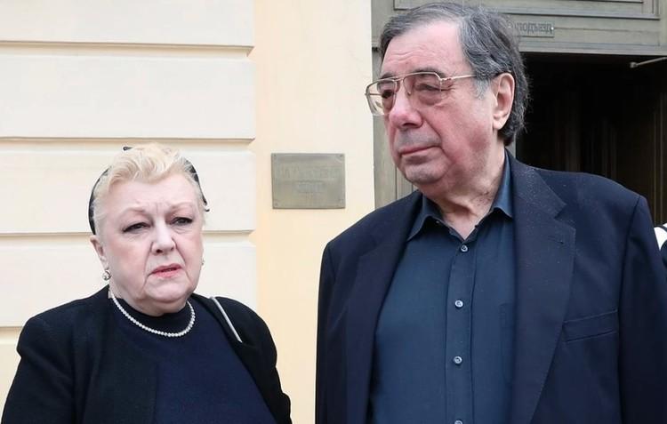 В последние годы семью Алексея Баталова активно опекала семейная пара - юрист Михаил Цивин и его жена актриса Наталья Дрожжина.