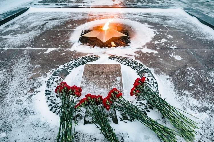 Память погибших воинов почтили минутой молчания. Фото: правительство Мурманской области