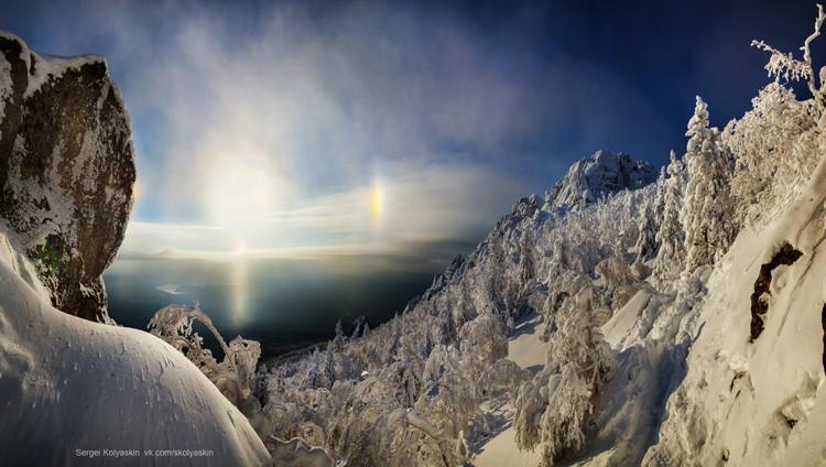 Огненный столбы хорошо видны в зимнем небе. Фото: Сергей Коляскин