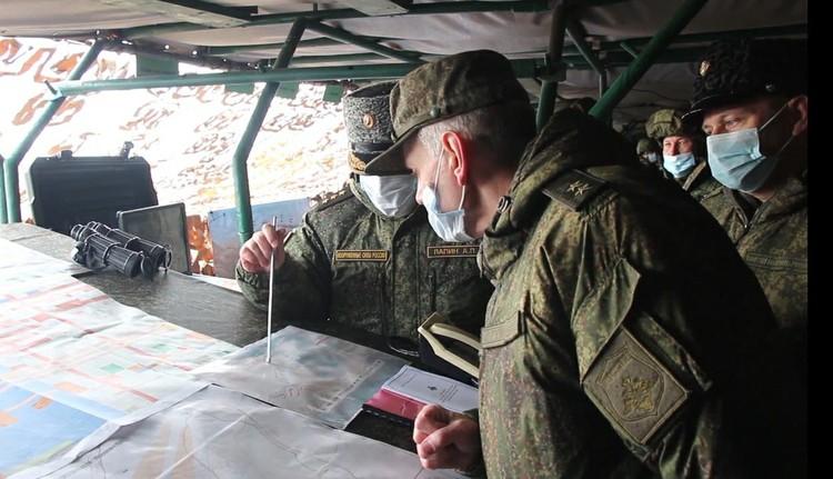 Командиры, склонившись над картами в закамуфлированных траншеях, вычерчивали оптимальные тактические схемы. Фото: предоставлено пресслужбой ЦВО