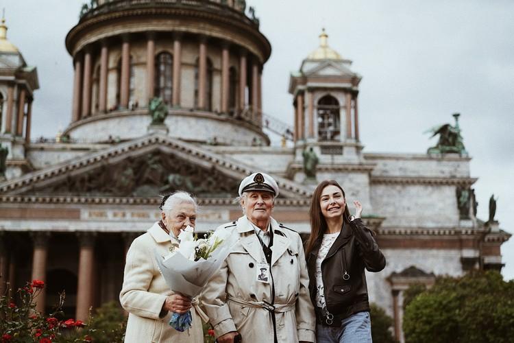 Семью Королевых с 70-летием брака поздравила блогер-миллионник Марина Литвинова. Фото: Ольга Проскурина