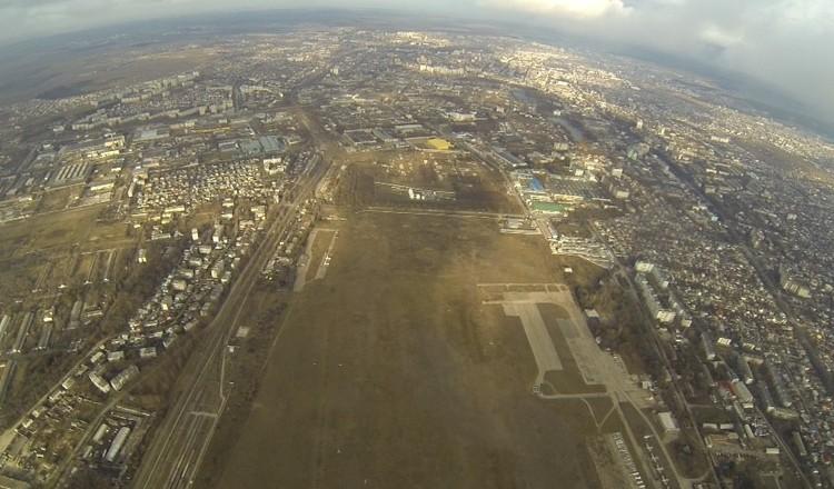 """Территория аэродрома - около 200 гектаров. Фото: Архив """"КП"""""""