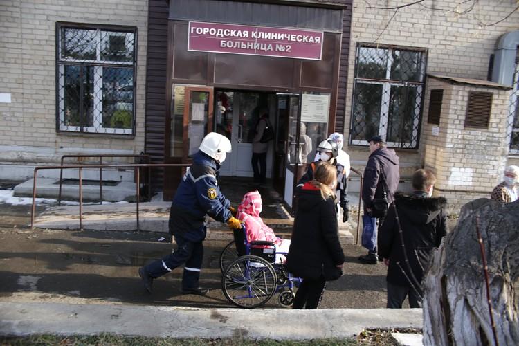 Из больницы эвакуируют пациентов.