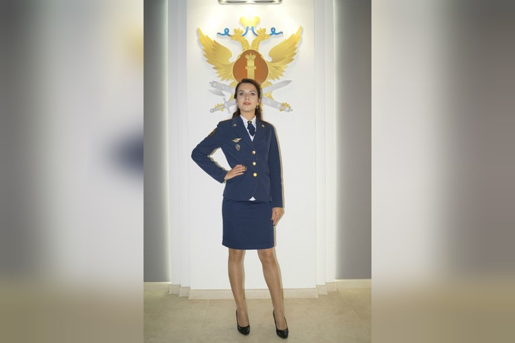 Капитан Дарья Окатьева уже восемь лет работает в должности старшего инспектора отдела специального учета. Фото: предоставлено героиней публикации