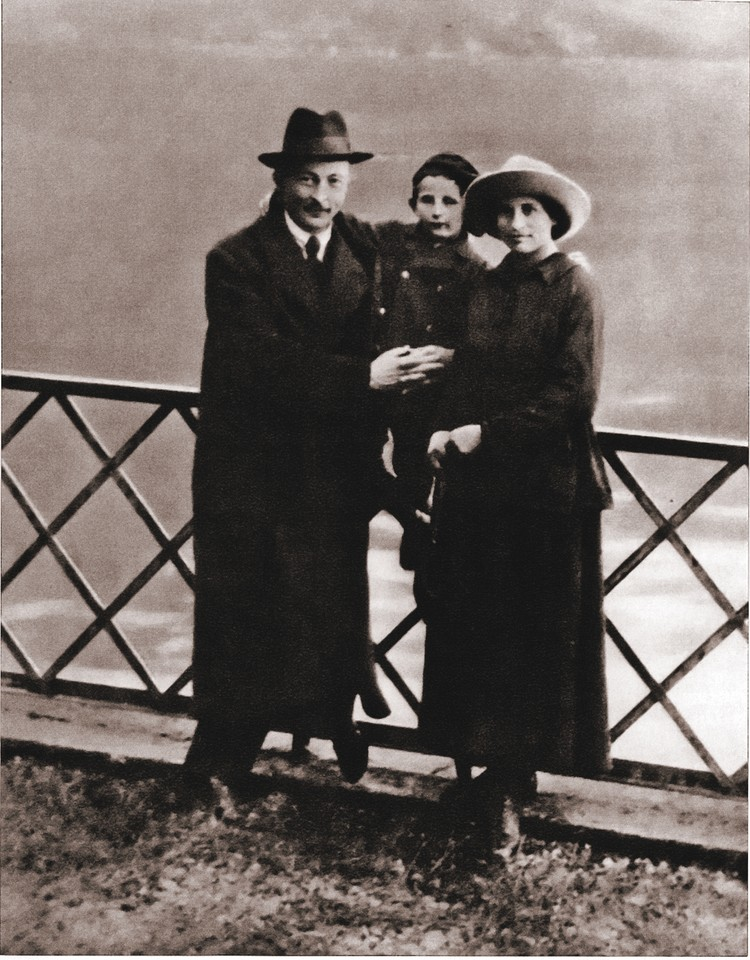Председатель ВЧК с сыном Яном и женой Софьей в Лугано. Октябрь 1918 года. Фото: Wikimedia Commons