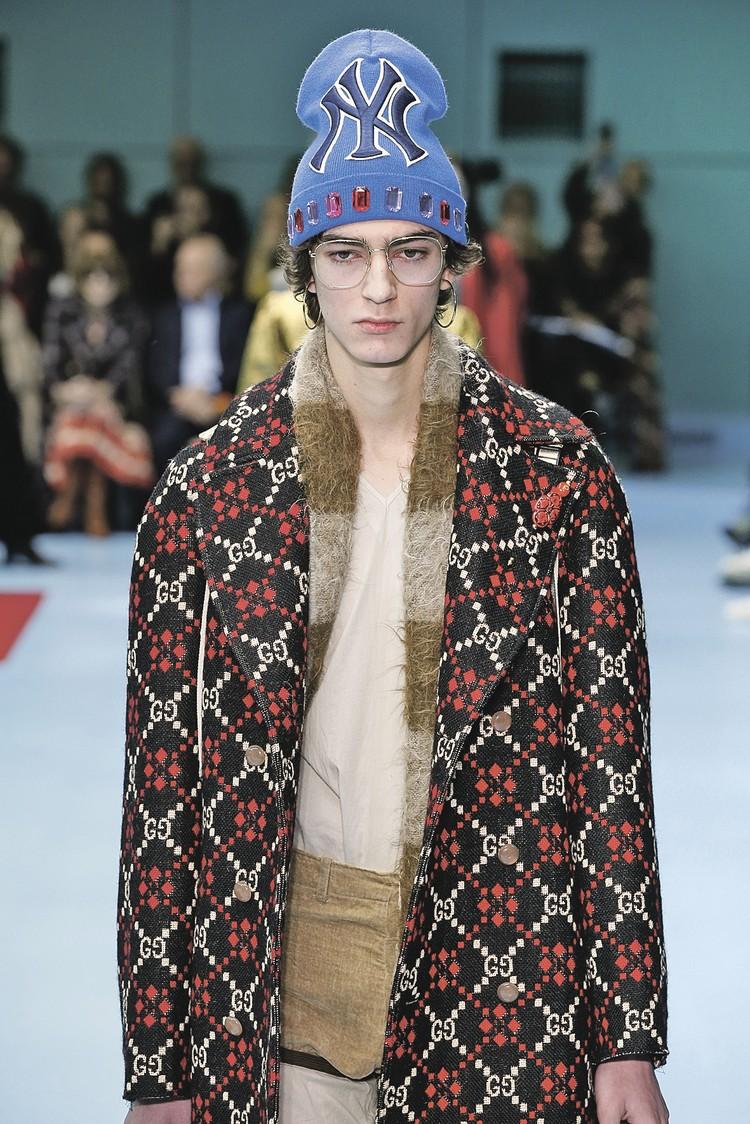 Петушок из коллекции Versace стоят они около 50 тысяч рублей.
