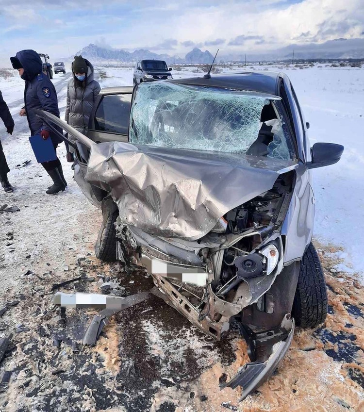 Машины столкнулись лоб в лоб Фото: МВД Тувы