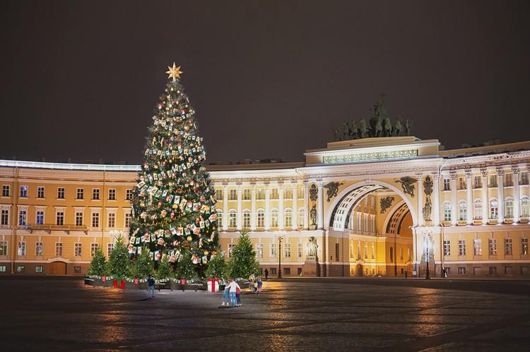 Дворцовая площадь. Фото: Городской центр рекламы и праздничного оформления