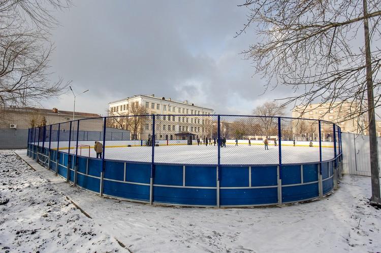 """Площадки, построенные с участие РМК и ХК """"Трактор"""" - это современные и комфортные хоккейные корты, открытые для всех желающих."""