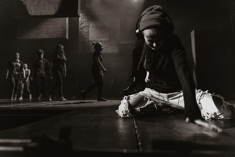 Тверской ТЮЗ приглашает на представление современной пьесы «Вдох-выдох». Фото: ТЮЗ