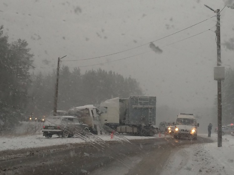 Авария произошла после сильного снегопада. Фото: vk.com/club7009606