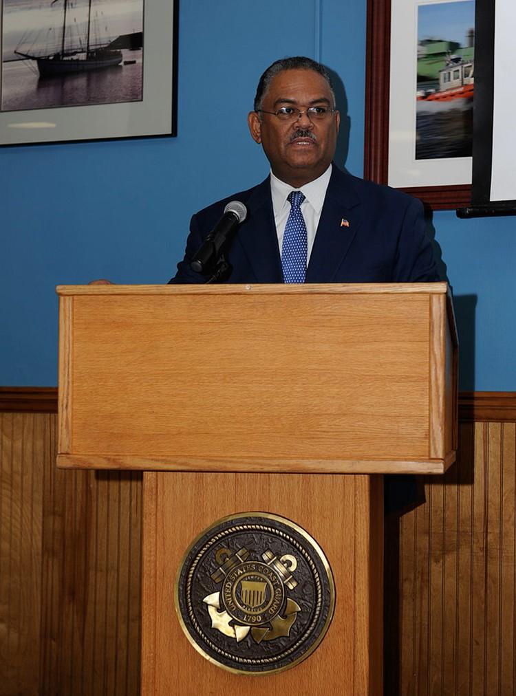 Перед своим назначением на эту должность в 2007 году контрадмирал береговой охраны США Стивен Рошон прошел восемь собеседований