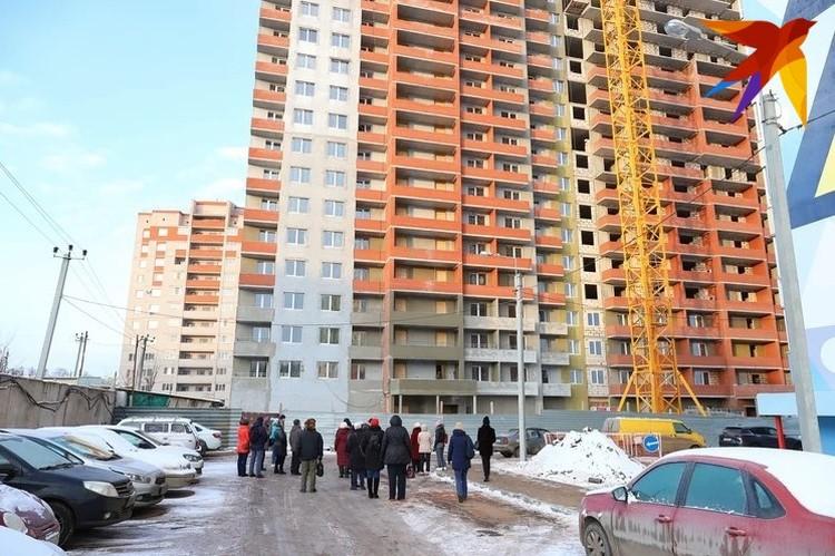 Желающие смогли побывать в строящихся жилых комплексах, присмотреться к квартирам и задать свои вопросы застройщикам
