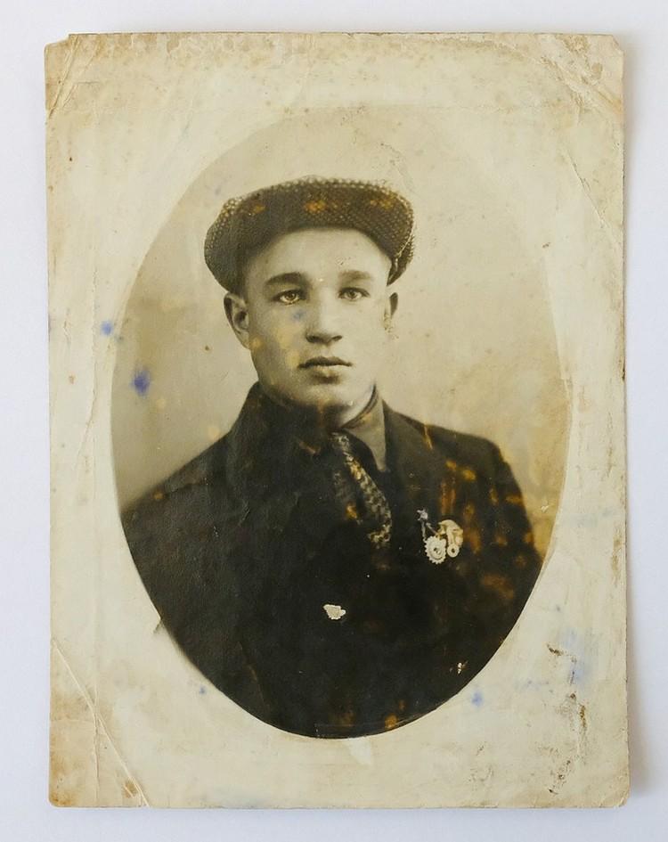 Иван родился в деревне в скромной семье. Фото: Из семейного архива / Пересъемка: Артем КИЛЬКИН