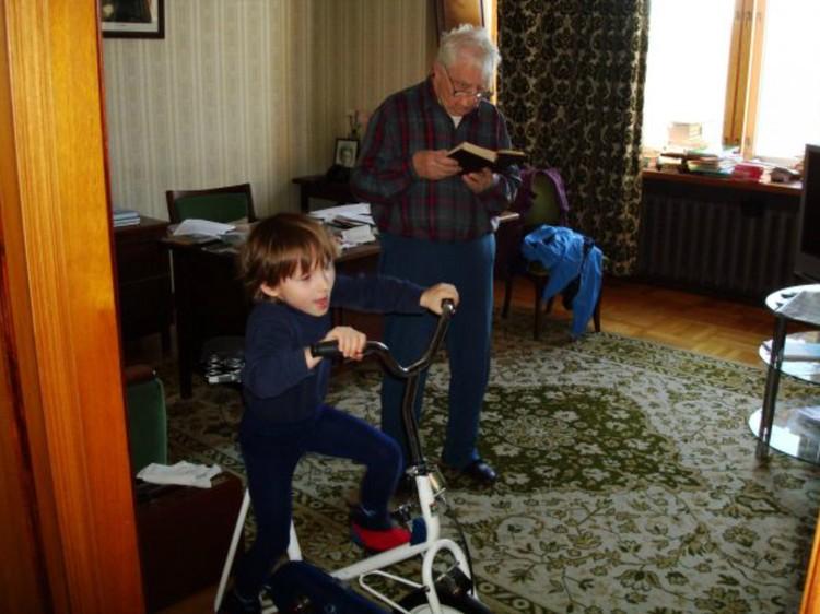 Егор Кузьмич с правнуком Егором Лигачевым. Жизнь продолжается. Фото: Личный архив