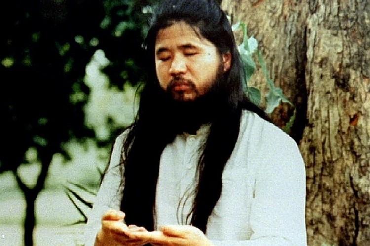 Имя Асахары и название его секты прогремели на весь мир 20 марта 1995 года. Фото: REUTERS