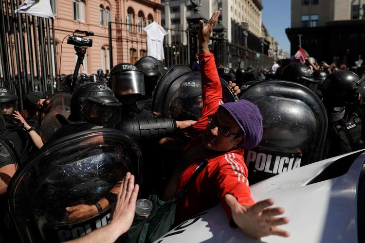 Фанаты вступили в противостояние с правоохранителями