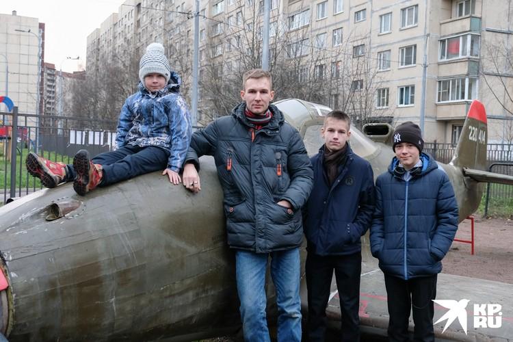 Благодаря стараниям Николая многие мальчишки в 574-й школе теперь хотят стать инженерами