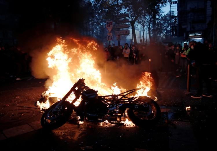 Правоохранители применили для разгона протестующих слезоточивый газ