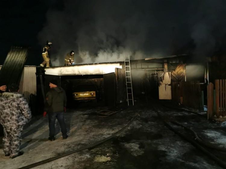 В результате пожара две семьи остались без жилья. Фото: пресс-служба ГУ МЧС по Новосибирской област