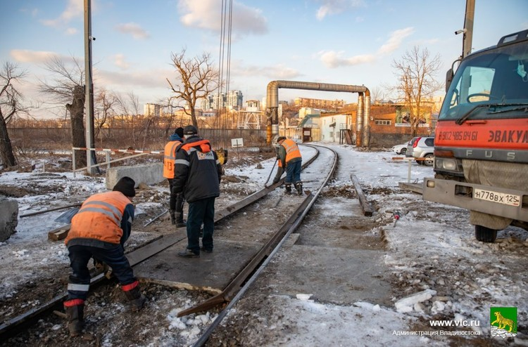 Дорожники восстановили проезд через пути