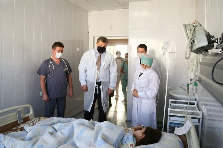 Губернатор навестил пострадавших детей в больнице
