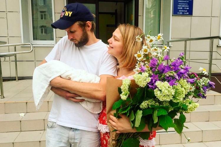Серзин и Вилкова поженились во Всемирный день театра, а через несколько месяцев стали родителями.