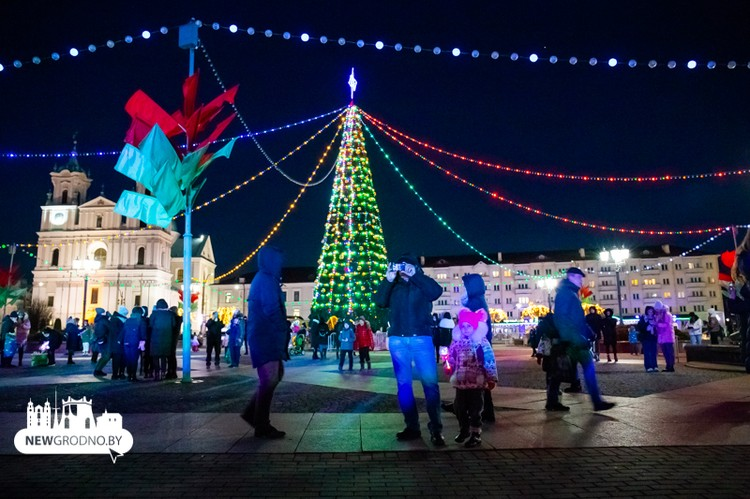 Новогодняя елка 2021 на Советской площади в Гродно. Фото: newgrodno.by