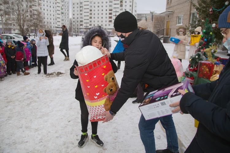 Акция «Подарок Деда Мороза» прошла в 25 детских домах и социальных приютах в трех регионах России