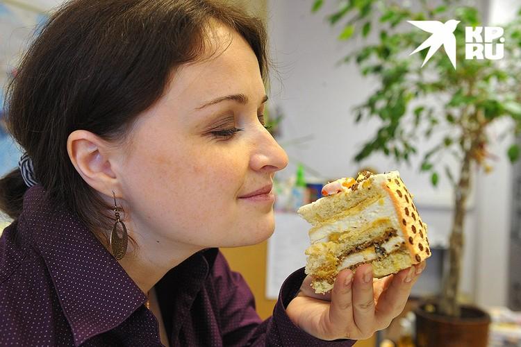 Пирожные и торты на следующий после застолья день также могут навредить здоровью.