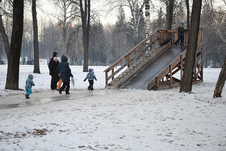 Для детей в областном центре соорудили 340 горок. Фото: admkirov.ru