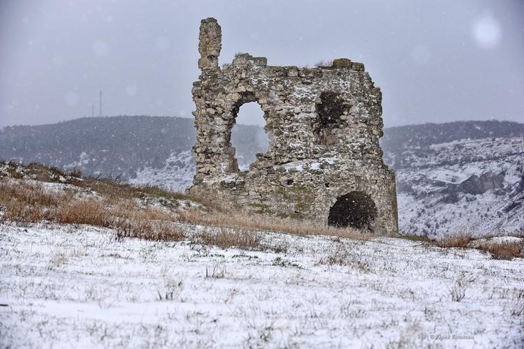 Одна из башен крепости Чембало в Балаклаве