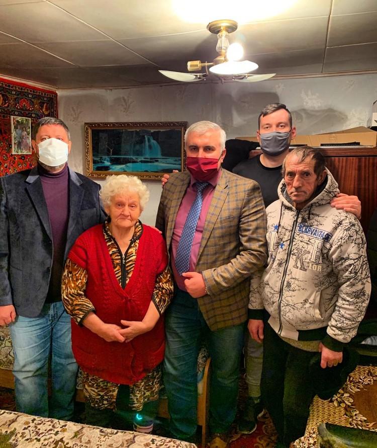 Встреча Сергея и юриста с пенсионерами. Фото: serega.soul