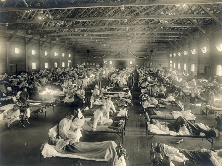 """Временный госпиталь для больных """"испанкой"""", 1918 год, Канзас, США."""