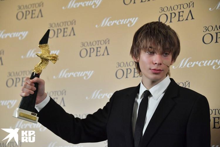 Кончаловский сам церемонию не посетил, за «Орлом» на сцену вышел его сын, 18-летний Петр
