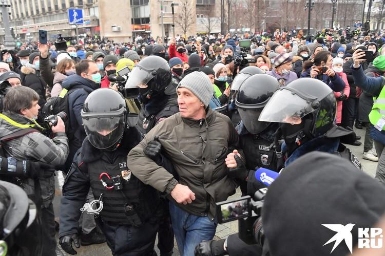 В Москве первые задержания начались еще в полдень