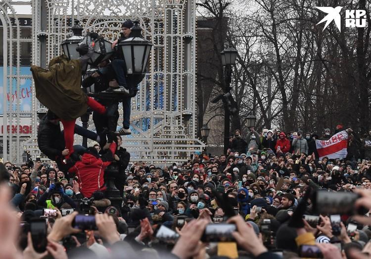 После несанкционированных митингов СК России уже возбудил 21 уголовное дело