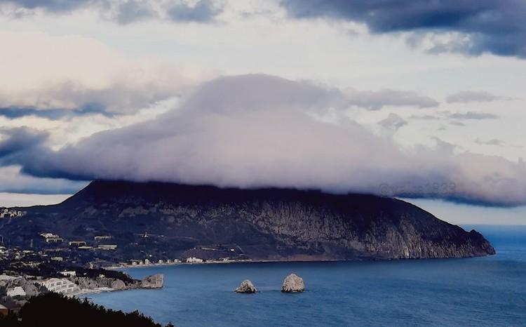 Крымчане думают, что НЛО маскируются с помощью облаков. Фото: Саунд Фан /ПИКАНТНАЯ ПРАВДА О ЯЛТЕ/FB