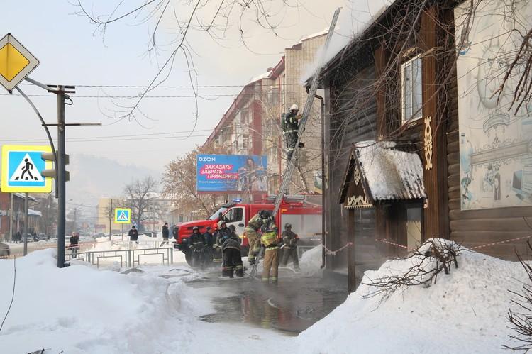 Пожар в школе Горно-Алтайска. Фото с сайта правительства Республики Алтай.