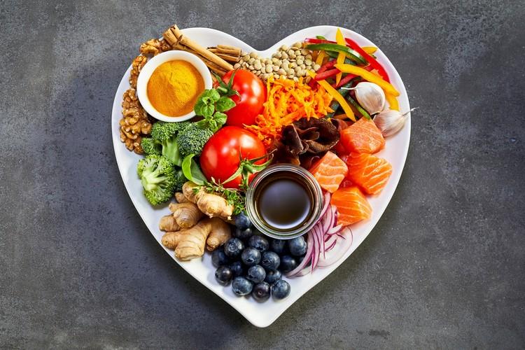 Фрукты, овощи, рыба, бобовые - эти продукты полезны для сердца.