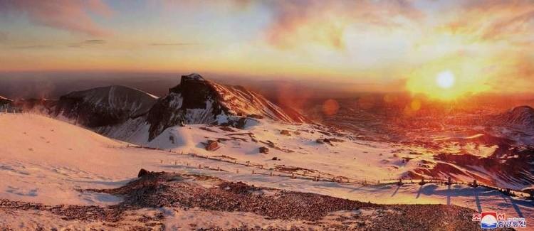 Восход солнца на горе Пэкту.