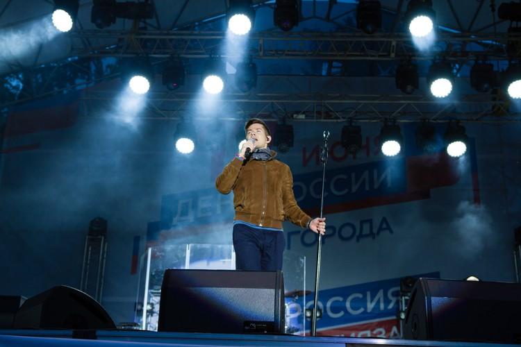 Услышать песни о любви можно на живом концерте исполнителя
