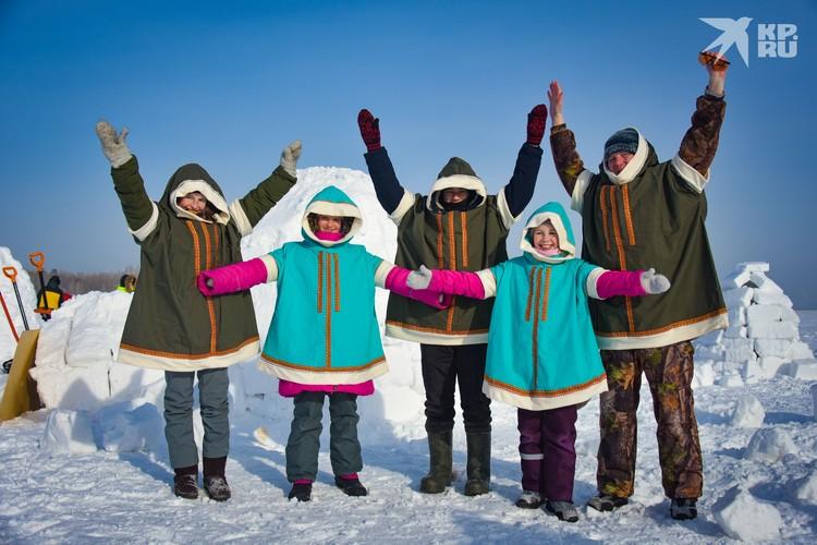 Команда из турклуба «Простор» нарядилась в костюмы эскимосов — так веселее.