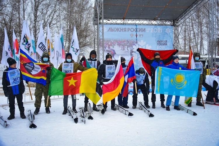Почти все члены команды впервые встали на лыжи на «Лыжне России».