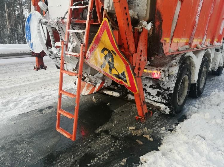 Легковушки врезались в снегоуборочный КАМАЗ