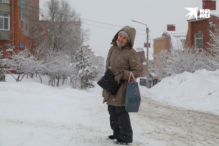 Многие очень рады такой погоде. На улице тепло и снежно