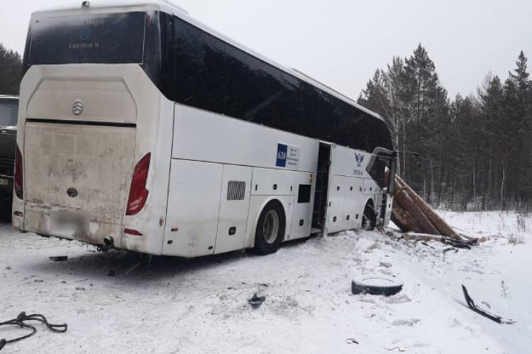 Автобус чудом не оказался в кювете.